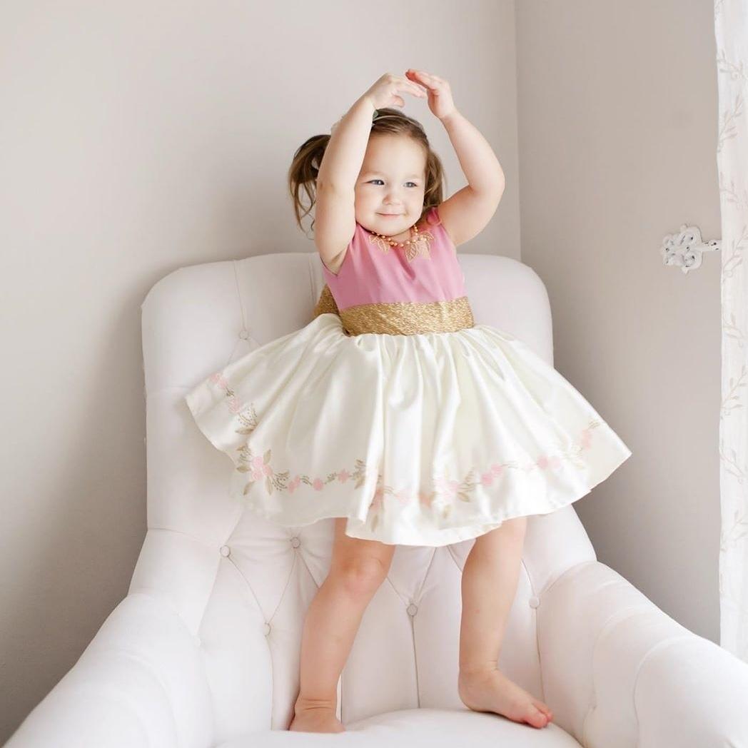 """Little princess in """"Sugar and Spice Dress"""" from Tie & Tiara  . . #tieandtiara #ballerina #littlelady #princess #twirl #girlsdress #luxurykids #kidsfashionblog #kidsofinstagram #childrensboutique #christmasdressesforkids #littleballerinapic.twitter.com/XsAFQYTjLE"""