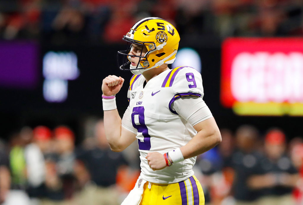 Joe Burrow is looking to become the first LSU QB to win the Heisman Trophy, and the second LSU player regardless of position to win the award, joining Billy Cannon in 1958.   Burrow is the first LSU player to be invited to NY since Tyrann Mathieu in 2011. <br>http://pic.twitter.com/WIfJaDTWrY