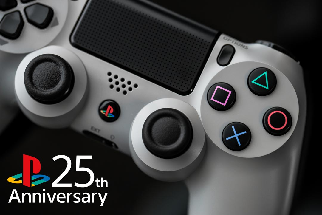 2014年、全世界12,300台限定で製造された「PlayStation®4 20周年アニバーサリー エディション」では、初代プレイステーションの美学に敬意を表して、限定色の「オリジナル・グレー」が採用されました。 #25YearsOfPlay