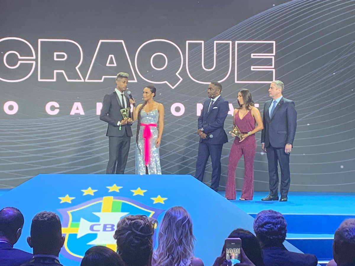 RT @BarbaridadeTV: Vem de live! #PrêmioBrasileirão   Assista: https://t.co/iVtYwMAnXB https://t.co/fFQQrJLIpZ