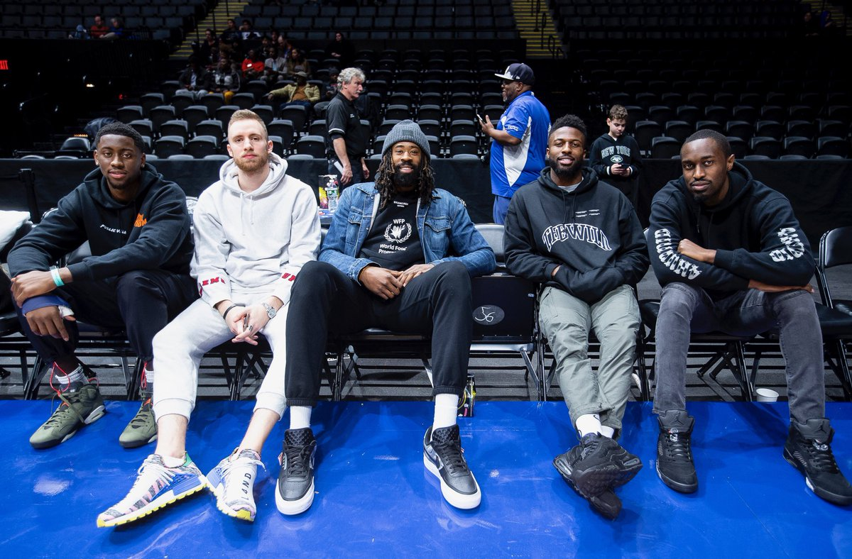 Replying to @LongIslandNets: family over everything 🤜🤛