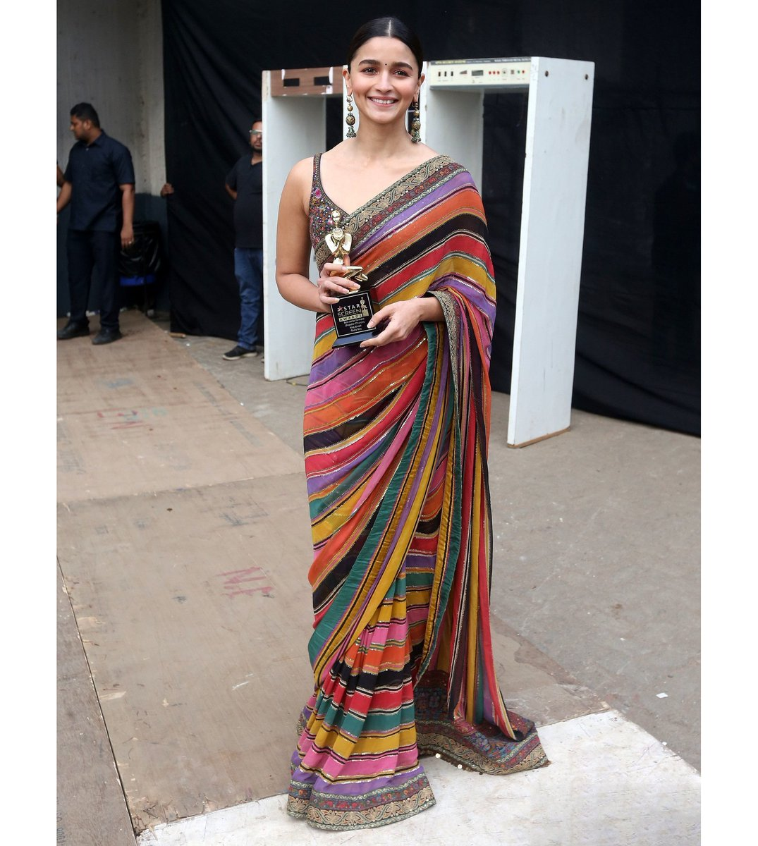Ranjna On Twitter Alia Bhatt In A Designer Saree At The Star Screen Awards 2019 Event Image Source Pinterest Aliabhatt Designersaree Designersari Starscreenawards Sari Saree Starscreenawards2019 Contemporarysaree Indianethnicwear