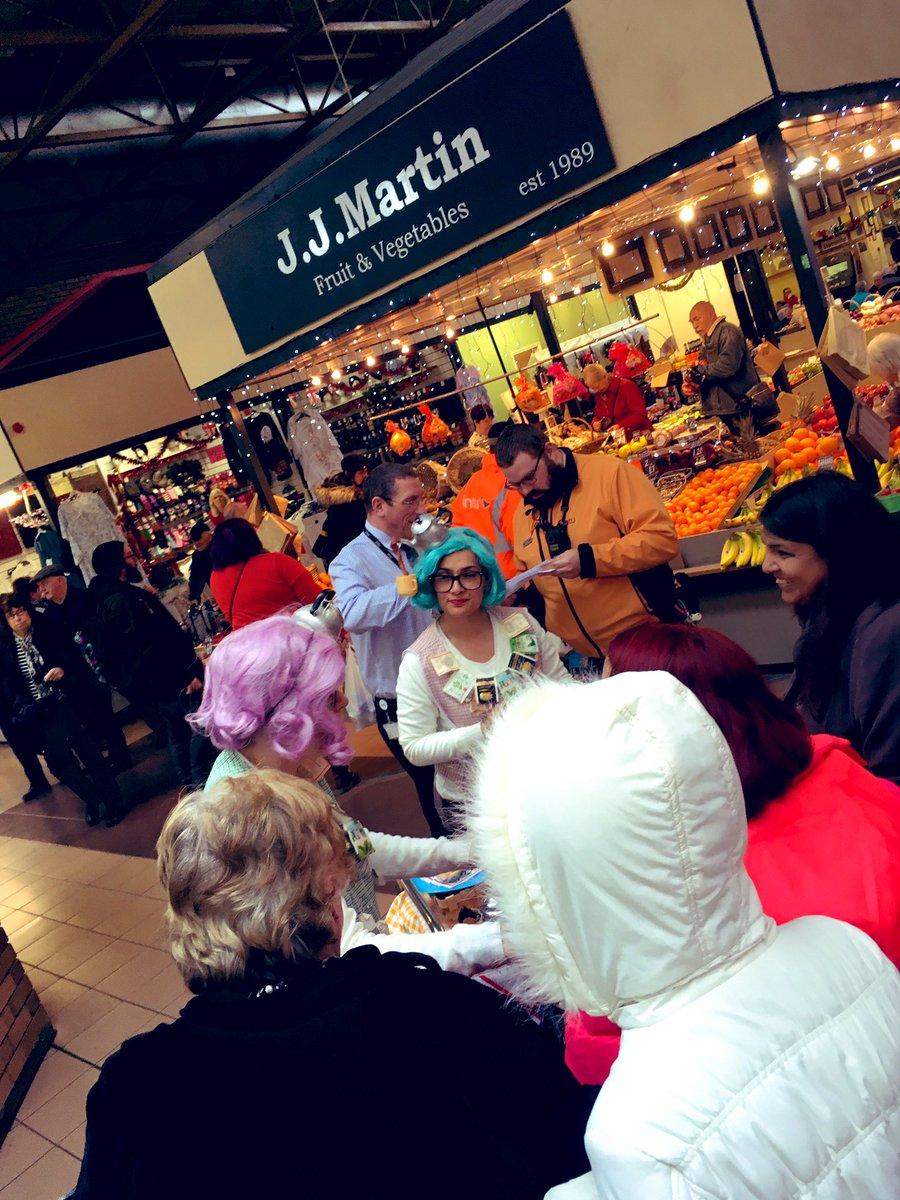 Goss o'clock at The Market. #DerbyCAN #SpillTheBeans @DerbyTheatre Derby loves a chat Ducky! #TeaLadies