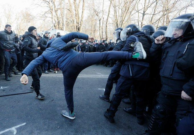 Поліція: Затримано найактивніших учасників акції під Радою, намети демонтовано - Цензор.НЕТ 4488