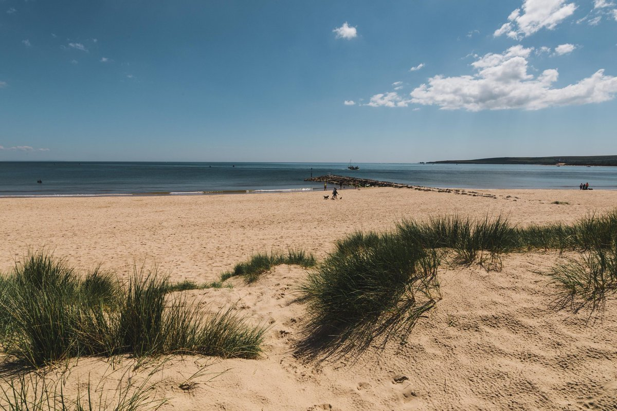 Sunny Sandbanks walks are just the best... #LovePoole  http:// pooletourism.com    <br>http://pic.twitter.com/5xxKvUpTYS