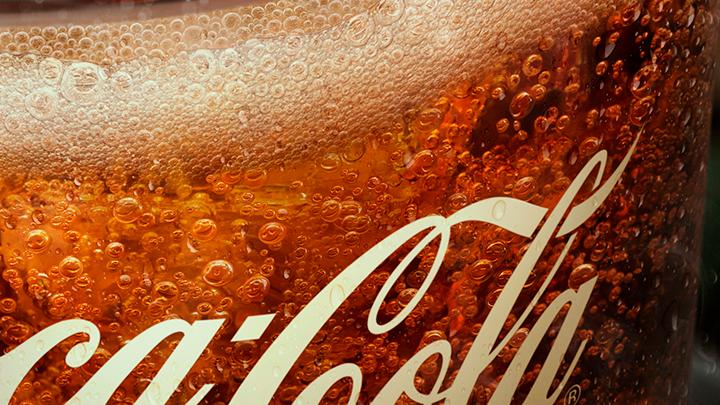 Si te fijas bien, las burbujas de estos anuncios de Coca-Cola no son burbujas sino emojis https://t.co/4u2iCOqiNn vía @LaCriaturaCreat https://t.co/Fdt1pBgCIj