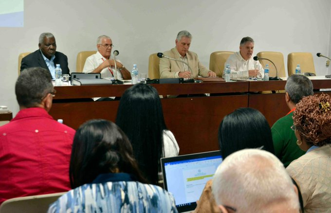 Diaz-Canel attends discussions in Committee on Economic Affairs