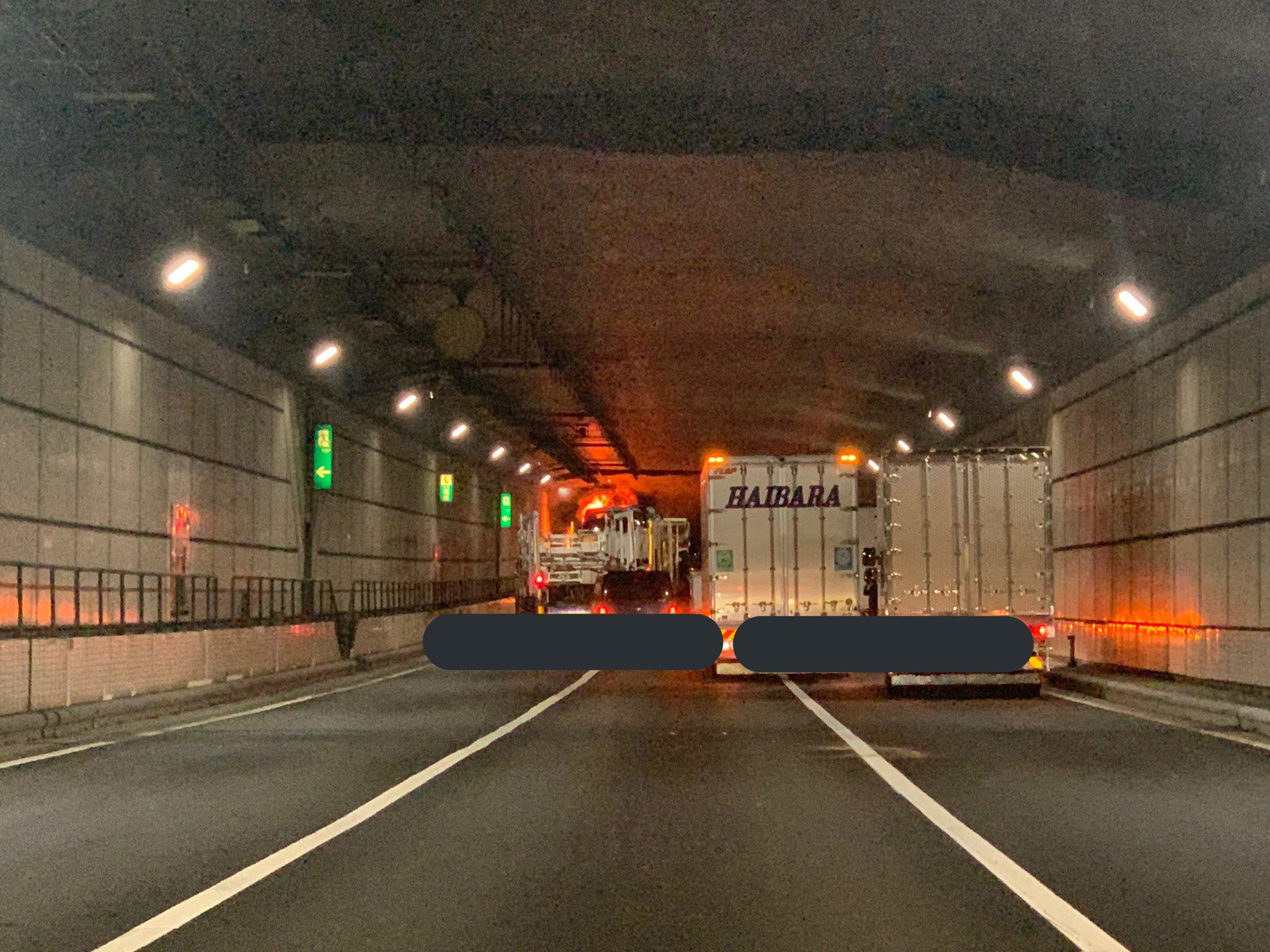 首都高の川崎航路トンネルで車両火災が起きた現場画像