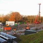 @BarendrechtnuNL - Heiwerkzaamheden op de bouwplaats van de #Stationstuin. De bouwplaats is afgelopen weken ingericht met bouwmaterieel en materialen na een week van veel grondverzet. Inmiddels is er begonnen met het heien. #Stationsweg #Barendrecht https://t.co/M3oIpKtZtX