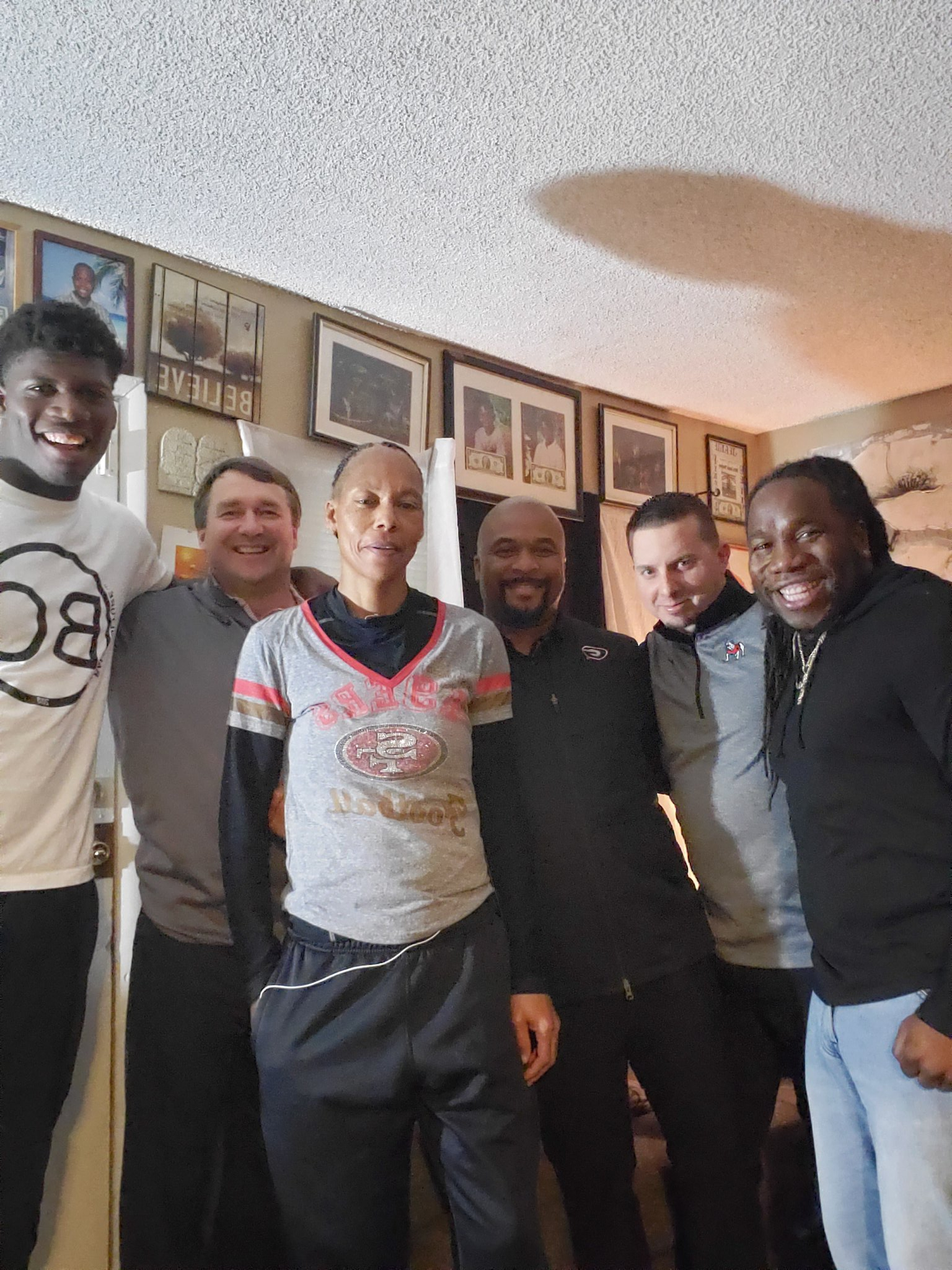 UGA head coach Kirby Smart and assistants Dell McGhee and Todd Hartley visit with Darnell Washington and in his family in Las Vegas, NV during the contact period in December. (Photo: Darnell Washington, Twitter)