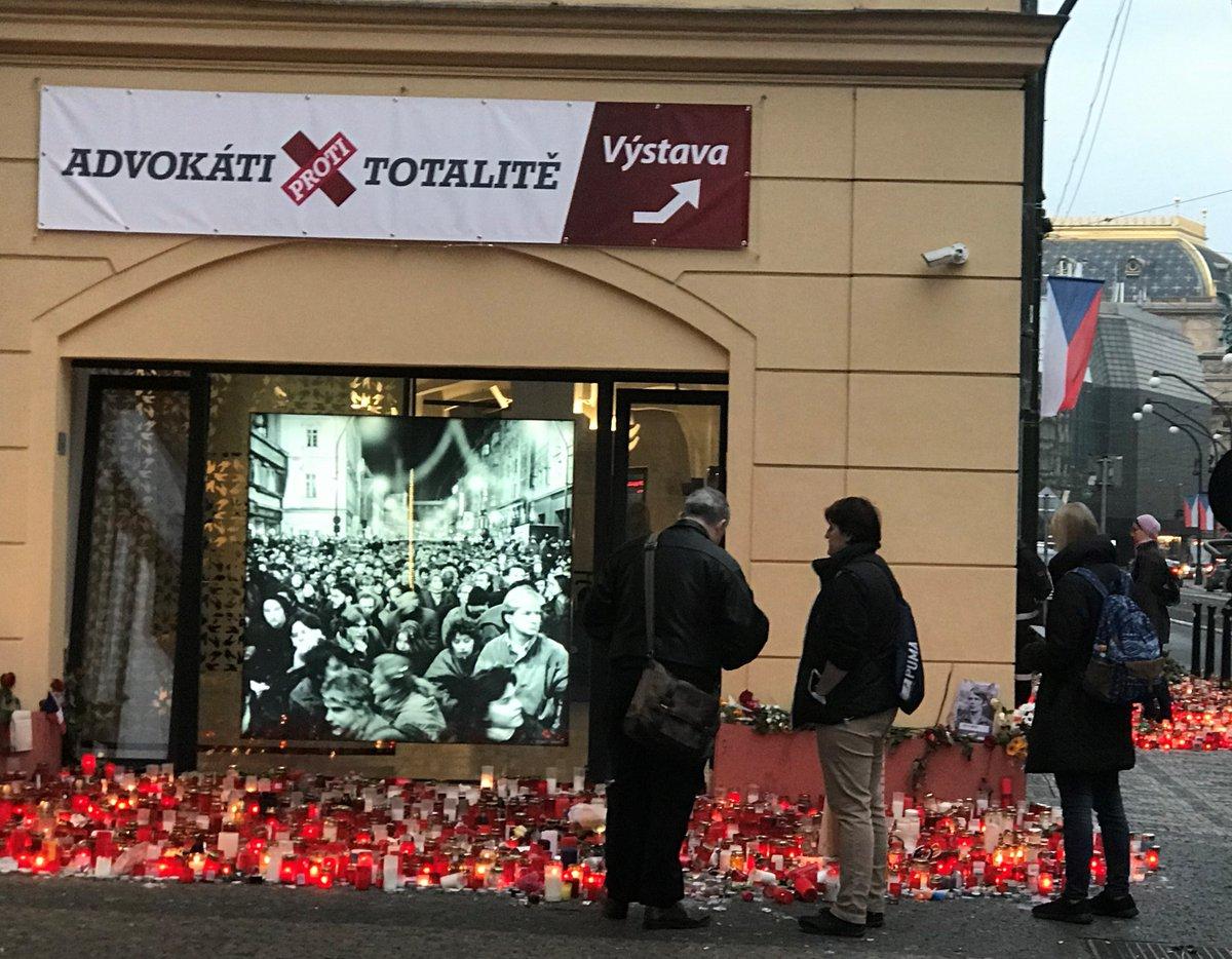 test Twitter Media - 1⃣0⃣. 1⃣2⃣. - Den lidských práv. Nejen dnešek a nejen pro #Advokátiprotitotalite, které @CAK_cz připomíná na výstavě  (https://t.co/SueWiLAaAm), je každý den určen pro obhajobu lidských práv. Byly doby, kdy za to platili životem, svobodou nebo ztrátou práce. Nezapomínejme... 🇨🇿✌️ https://t.co/uLBgWHQyVS