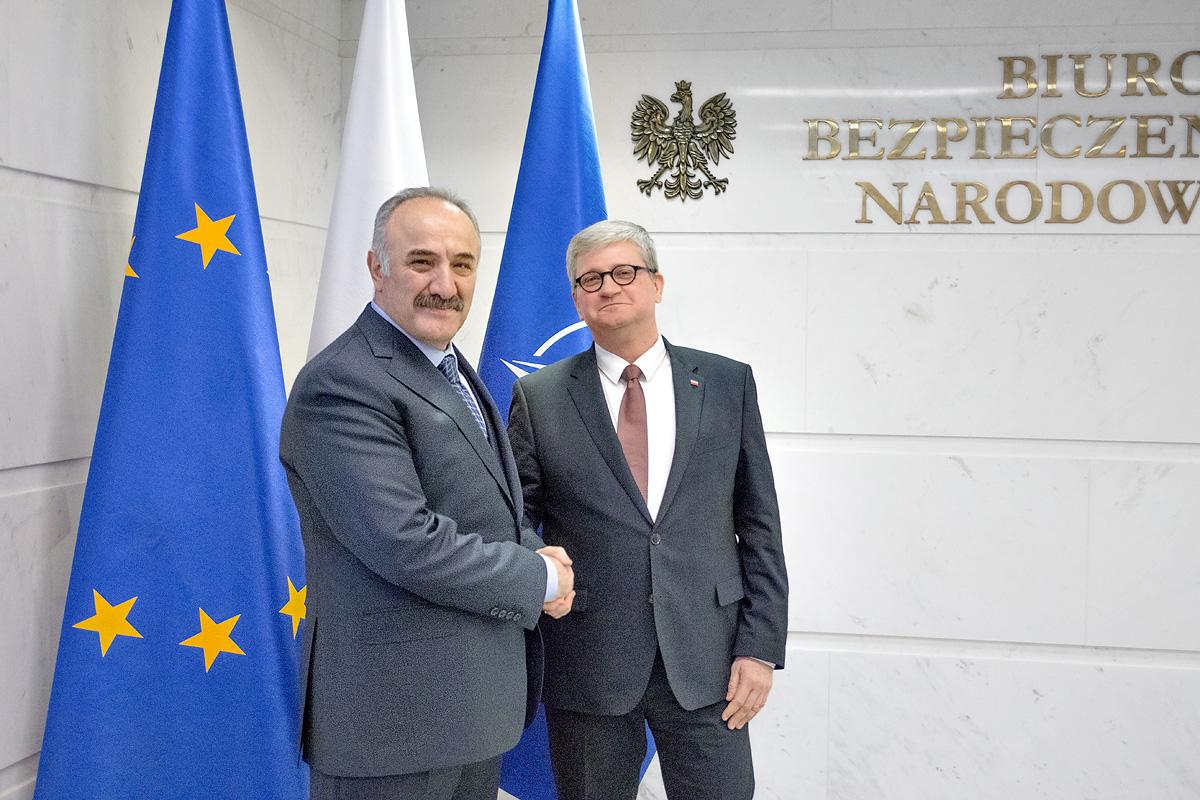 🇵🇱🇹🇷Na zaproszenie Szefa BBN wizytę w Polsce rozpoczął Sekretarz Rady Bezpieczeństwa Narodowego Turcji Seyfullah Hacımüftüoğlu. W programie m. in. spotkania w BBN, MSZ i MON. Jednym z tematów rozmów będzie wdrażanie postanowień zeszłotygodniowego szczytu NATO w Londynie.