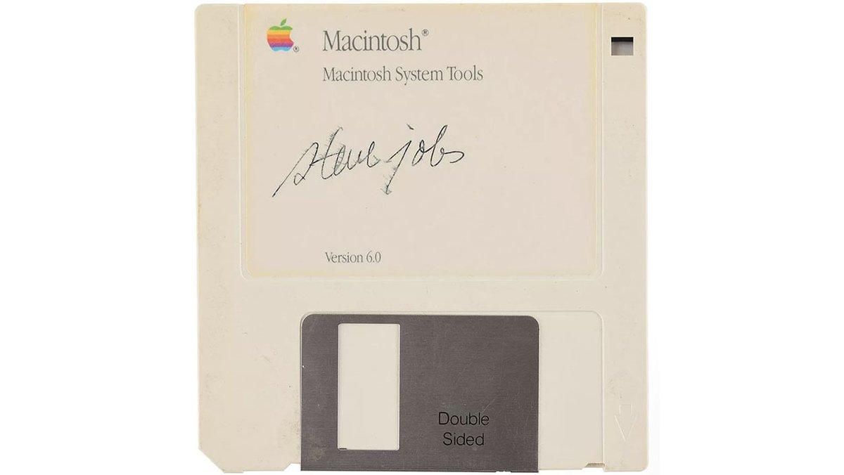 Une disquette signée par Steve Jobs vendue 75.000 euros  https://www.bfmtv.com/tech/une-disquette-signee-par-steve-jobs-vendue-75-000-euros-1821534.html