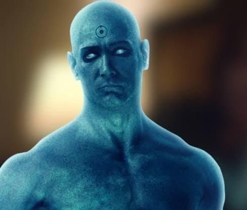 Lo único que hizo bien Snyder en la película fue el Dr. Manhattan, en la serie nos han puesto a Calamardo pintado con plastidecor. #Watchmen