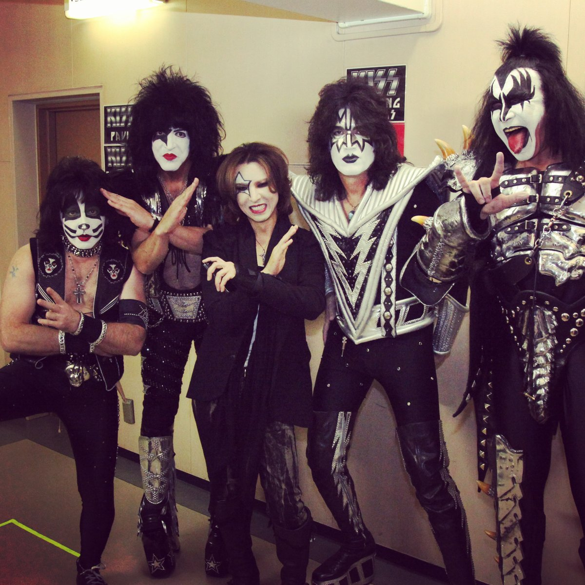 Tomorrow #KISS will be playing at #TokyoDome. They are the reason I started playing rock! 明日は #キッス の #東京ドーム 公演。俺の人生を変えたバンド! The pic from the last time. @kiss @genesimmons @PaulStanleyLive @tommy_thayer #EricSinger instagram.com/p/B54yOcDg0wy/