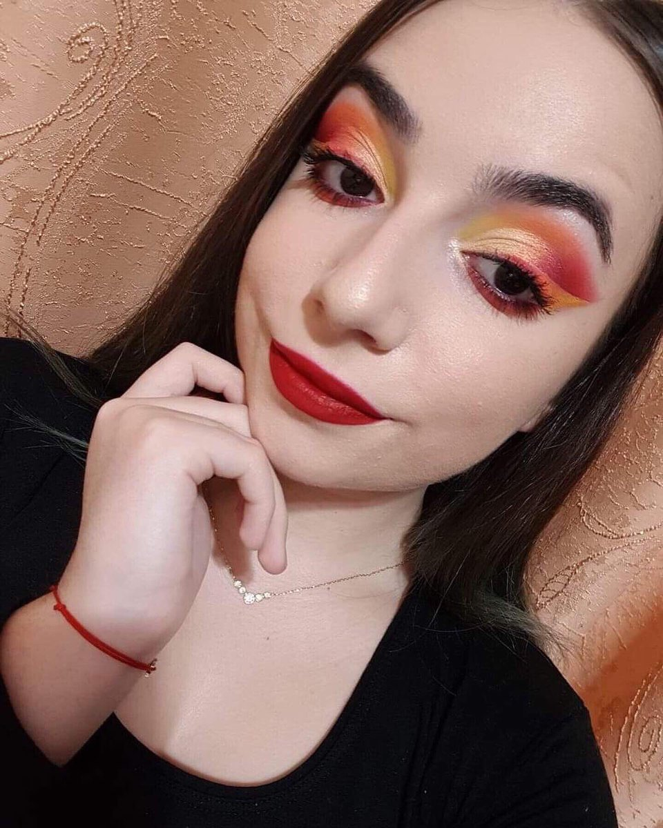 This is my second look using the @JeffreeStar Jawbreaker palette  What do you think ? For more follow me , @maffidoesmakeup on insta ! #jeffreestarprlist @norvina1 #abhprlist pic.twitter.com/01YYpg2MNQ