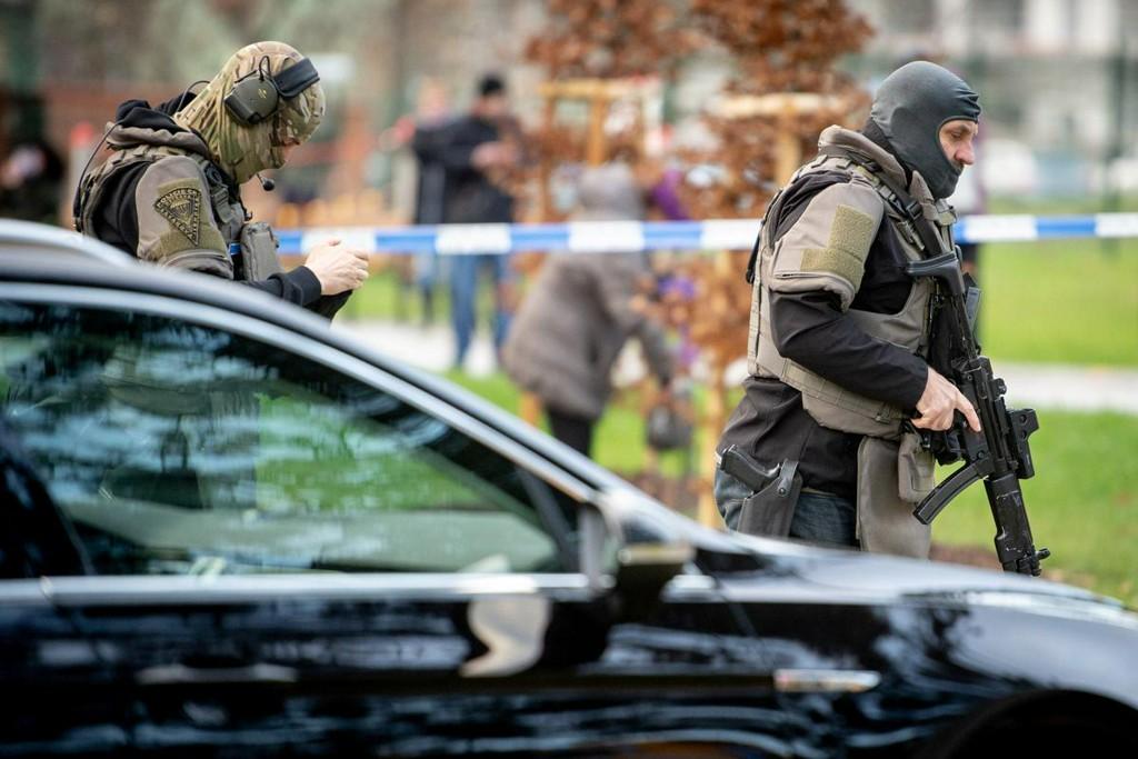 Gunman kills six in Czech hospital before shooting himself https://t.co/sDhlsCt9oU https://t.co/unJ0B5mePg
