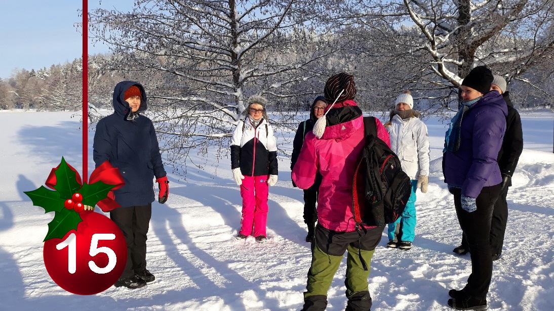 #HELYnteri luukku 15: Keitä kuvassa on?  A) Hämeen alueen ympäristökasvattajia ulkopalaverissa B) ELY-tarkastajia mittaamassa mittaamassa lumen syvyyttä c) Henkilöstöä taukojumpalla https://t.co/XfotBnTXzz