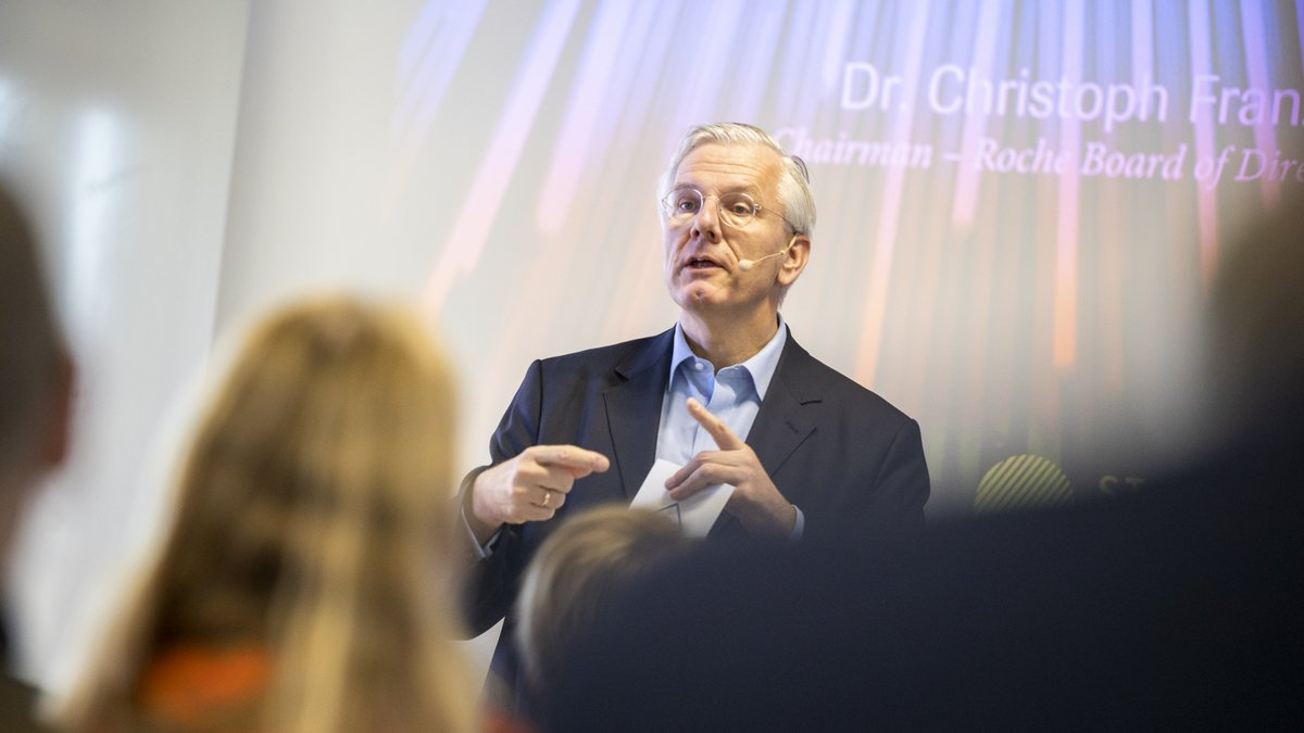 """""""Collaborating with companies at all stages of market readiness is the core of our partnering strategy,"""" said our chairman Christoph Franz at a start-up meeting in Switzerland. Learn more about Roche partnering: https://t.co/kEBIpfL309 #transforminghealthcaretogether #startups https://t.co/aeGEzArLuV"""