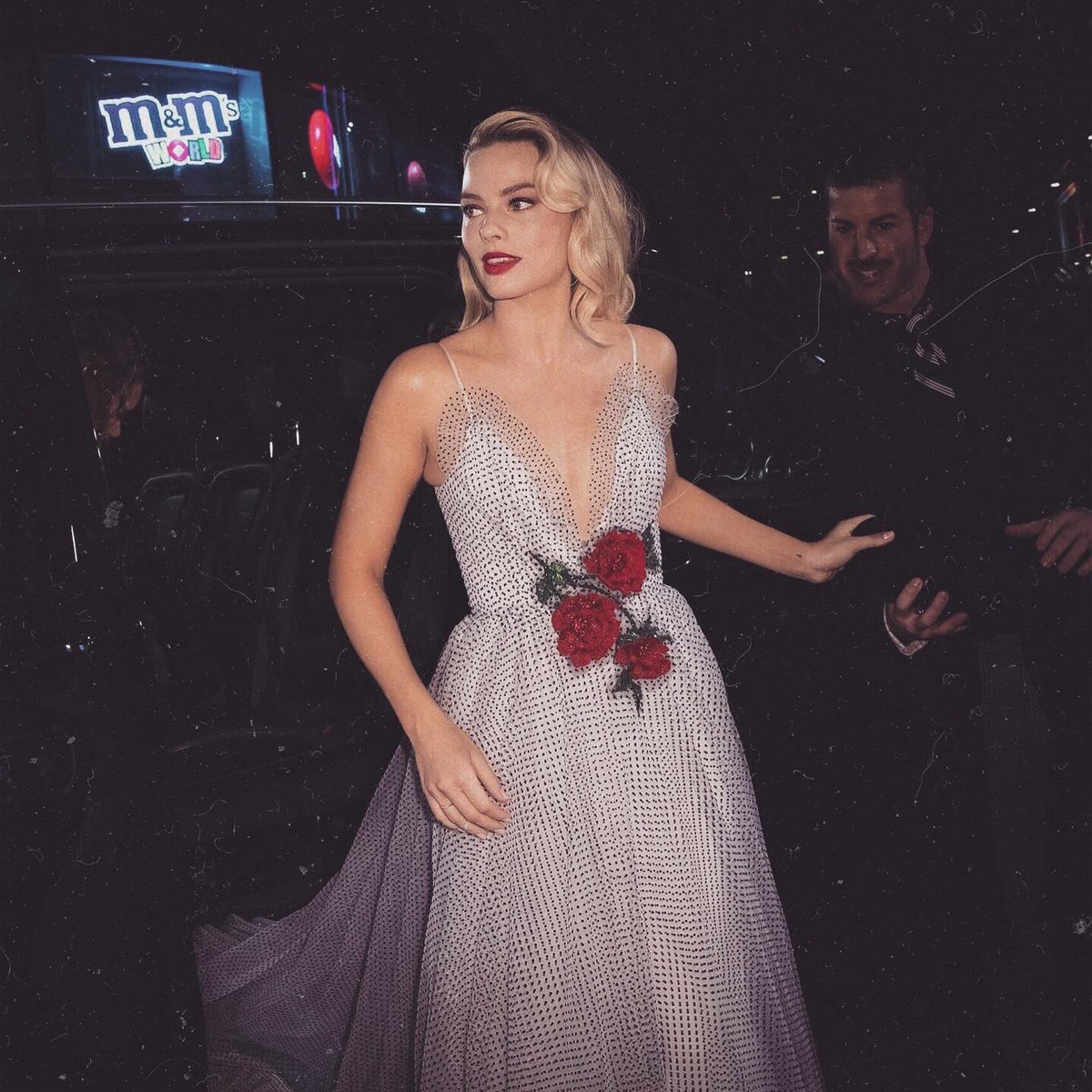 Margot Robbie have a real princess life<br>http://pic.twitter.com/SiQzkxoIBG
