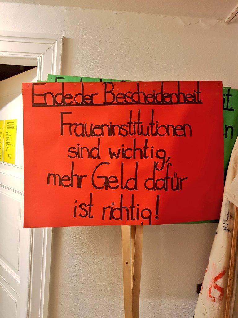 """""""Ende der Bescheidenheit - Fraueninstitutionen sind wichtig, mehr Geld dafür ist richtig""""Immernoch höchst aktuell! #Fundstück #Demo #Bremen #Feminist #Sichtbarkeit"""
