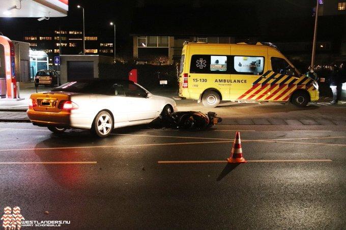 Ongeluk met scooter aan het Oosteinde https://t.co/1d7O3EUr6J https://t.co/pjuqPwGbUs