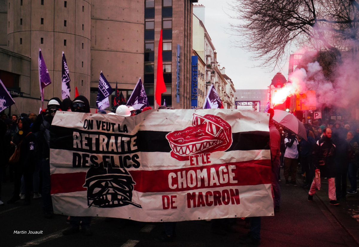 À Rennes, on veut la retraite des flics et le chômage de Macron. #greve10decembre #Rennes