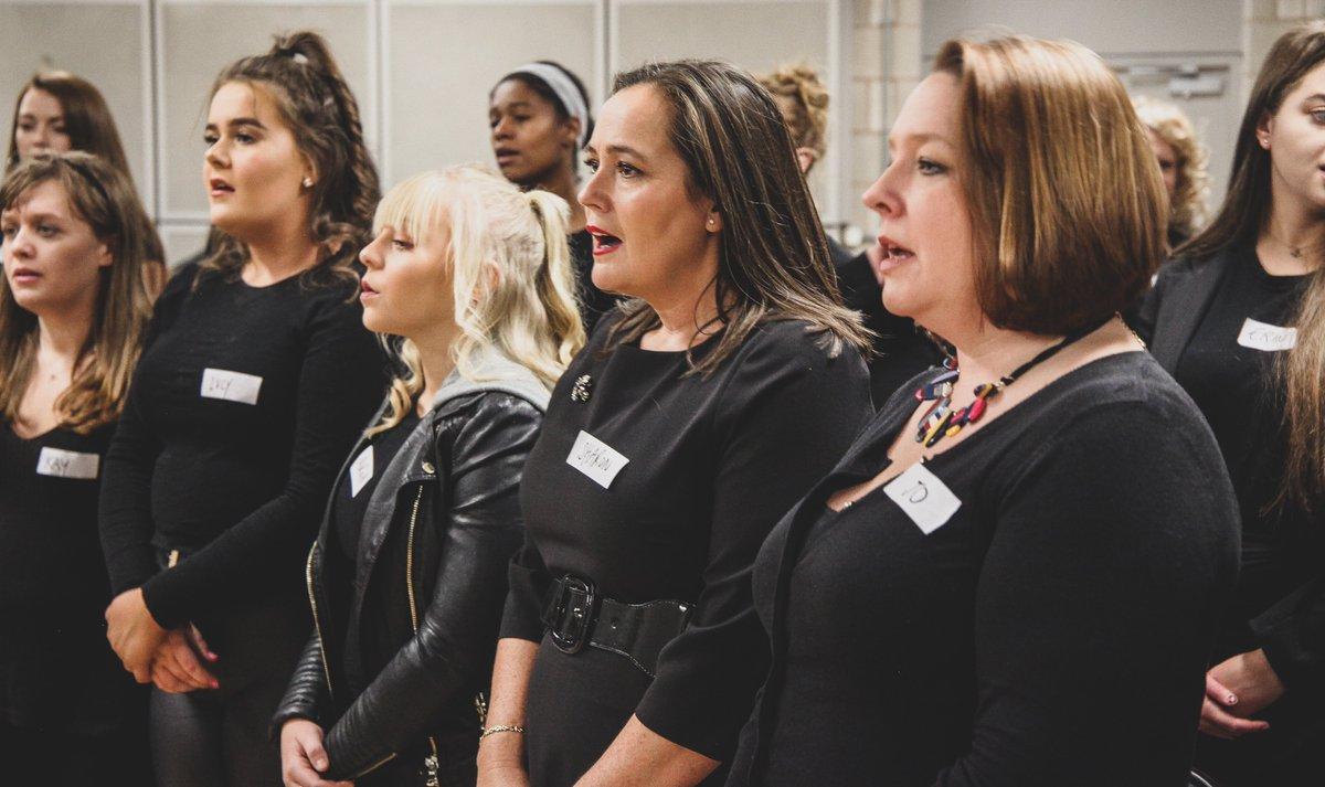 Don't miss  #Manchester's  @BeeVocalChoir on tonight's  @RoyalVariety Performance, singing with  @emelisande to raise  #mentalhealthawareness  #mentalhealth  #itv   @ManMetUni's  @Laneycraig co-runs the choir who meet weekly to sing  @BridgewaterHall  https://123twitter.com/BeeVocalChoir/tweet/1201927039193960449
