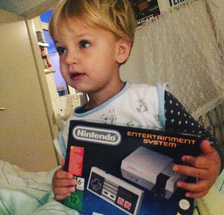 Playing Super Mario Bros. 3 with several friends in turns at their student dorm. I was just about to move out of my parents house, this felt like a first student experience but also warmly familiar.  And last year my 2 year old son jumping over his first goombah on de #NESmini. pic.twitter.com/UKYBkurL77