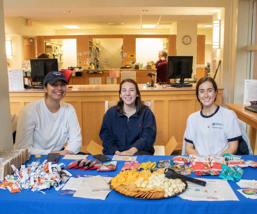 Healthy snacks courtesy of our friends from Healthy UNH in the lobby until 2pm! Stop by for a snack and say hello to the two study buddies in the lobby right now!  #unhfff #unhlibrary #finalsweek UNH Students