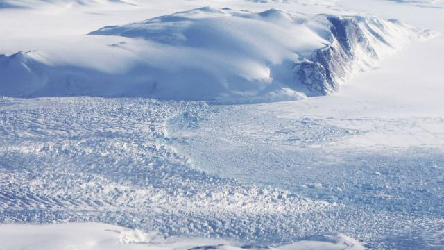Study finds rate of Greenlands ice sheet loss has increased since 1990s hill.cm/cE1fZ8V