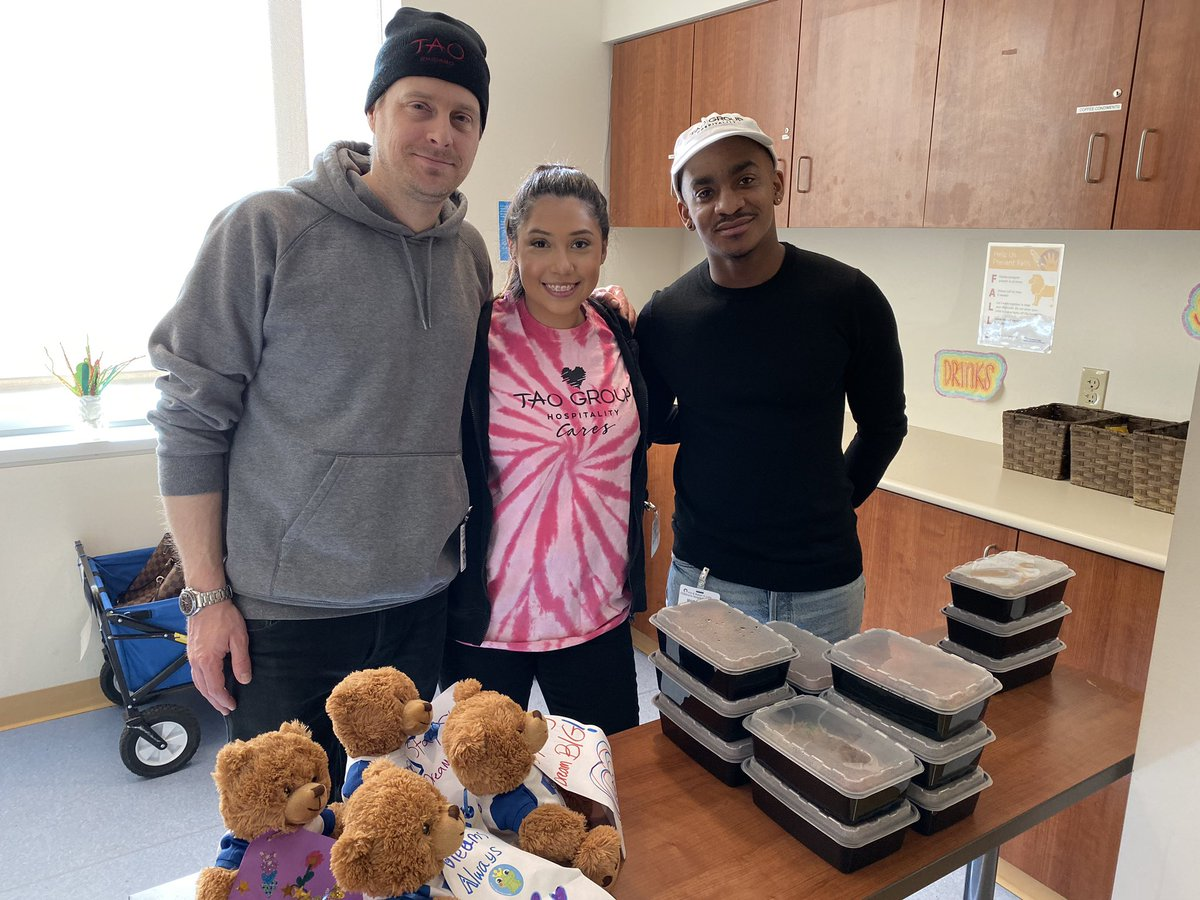 Lunch from @tao_chicago and tunes from the @HamiltonMusical cast! A great day @LurieChildrens.