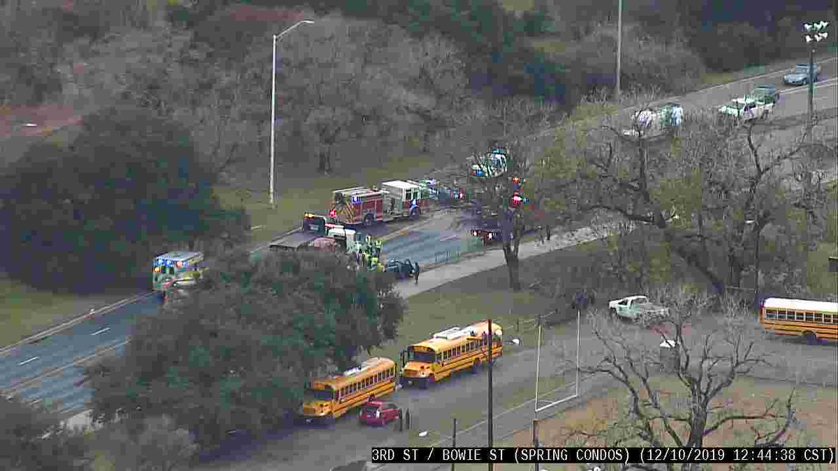 The crash on Cesar Chavez is now clear. Travel safe out there y'all! #ATXtraffic #VisionZero