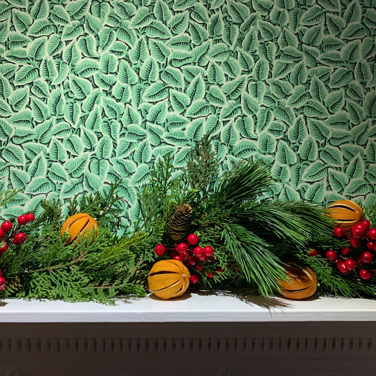 Following his visit the other week, Production Designer Grant Montgomery has written us a lovely piece on the Dining Room wallpaper (seen here with festive adornments) for the Collections pages of our website. Check it out 👉 bit.ly/2sZGuM9