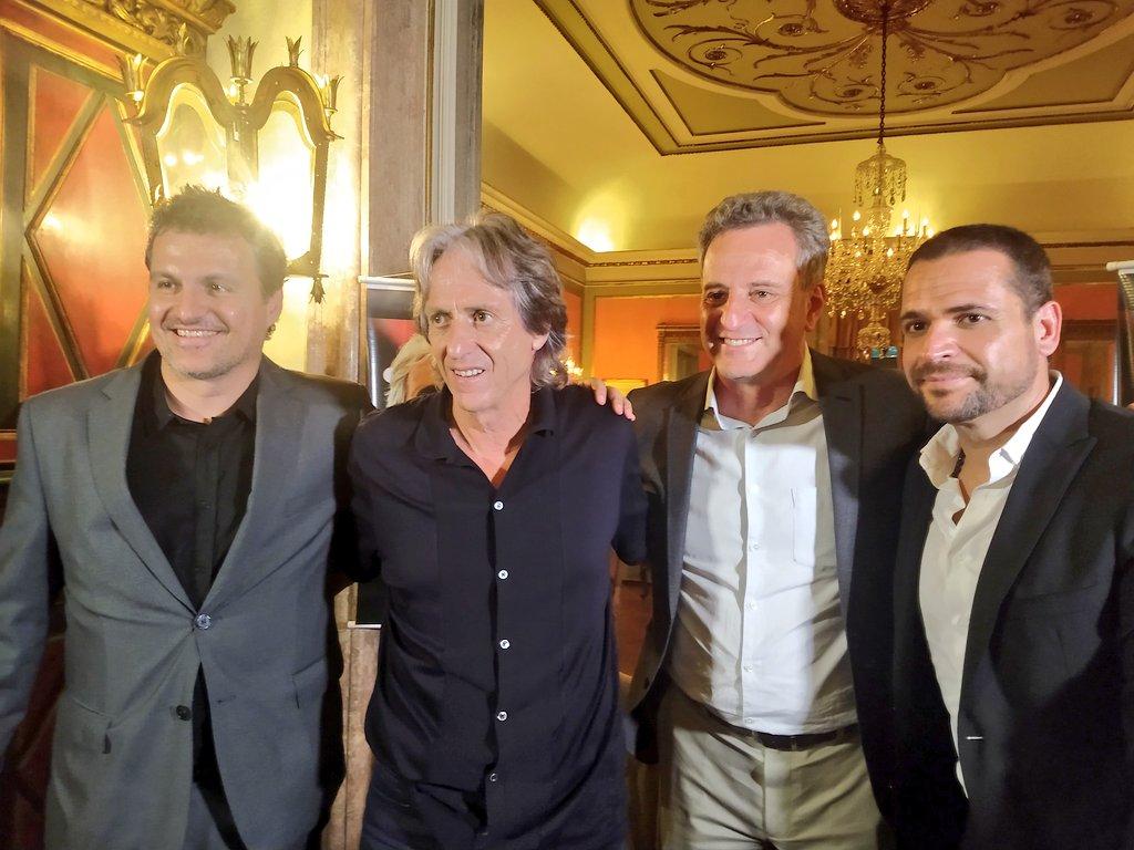 Bruno Spindel, Jesus, Landim e Rui Braz, o autor do livro, posam para foto. #ODia