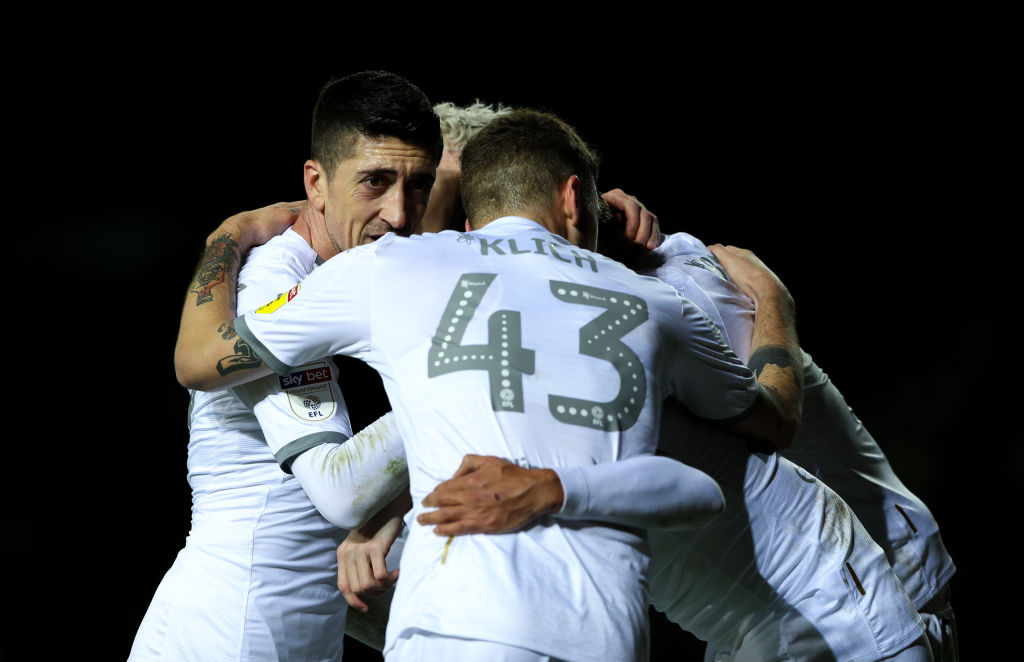 Leeds United are top of the Championship as they beat Hull to pick up their seventh straight win in a row. ➡️http://bbc.in/349NOSc