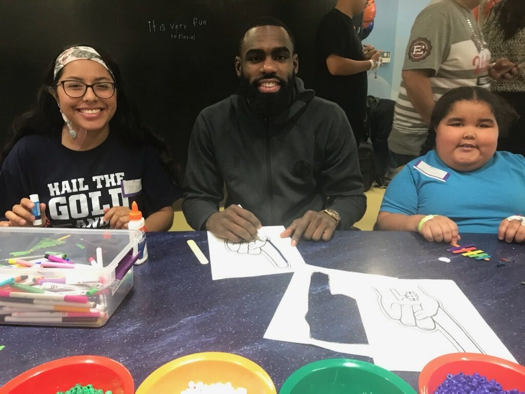 RT @townbrad: Tim Hardaway Jr. made some new friends and showed his coloring skills earlier today at @childrens. https://t.co/hdWxJFUIgx