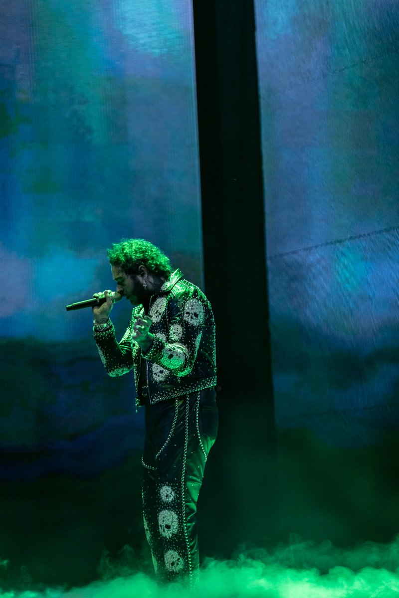 Still running in circles over @PostMalone's #AMAs performance 🤩