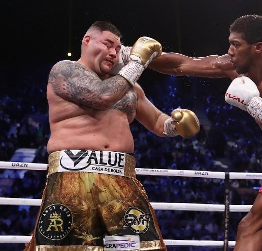 🥊🇬🇧 THREE-WORD WEDNESDAY Much has been said about the performance of Anthony Joshua - so thought we'd focus on Andy Ruiz's weight/condition for the #ClashOnTheDunes rematch. Fans short-changed? Let himself down? Just ate everything? Share your three words ⬇️ RT #JoshuaRuiz2