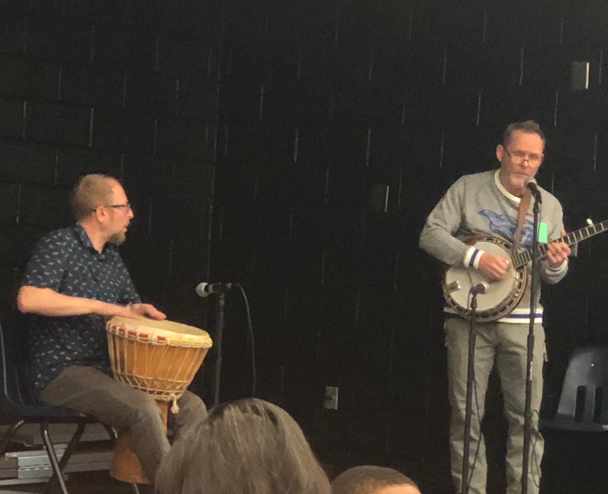 Loved seeing our @FreyFlames principal @WilliamHDryden up there tonight with Mr. Navarra for multicultural night! @CobbSchools #LoveToParentHere #MusicFun  pic.twitter.com/yoFa3rGGNt