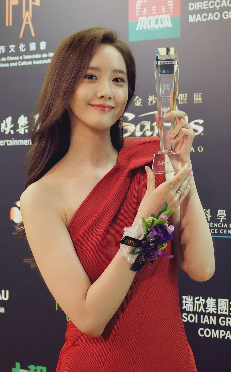 'Queen of Asia' LIM YOONA is gathering attention as the 'actress of the year', attending the closing ceremony of the Macau International Film Festival and winning the 'The Asian Stars Up Next Awards'! 🏆 #LIMYOONA #임윤아 #소녀시대 #GirlsGeneration