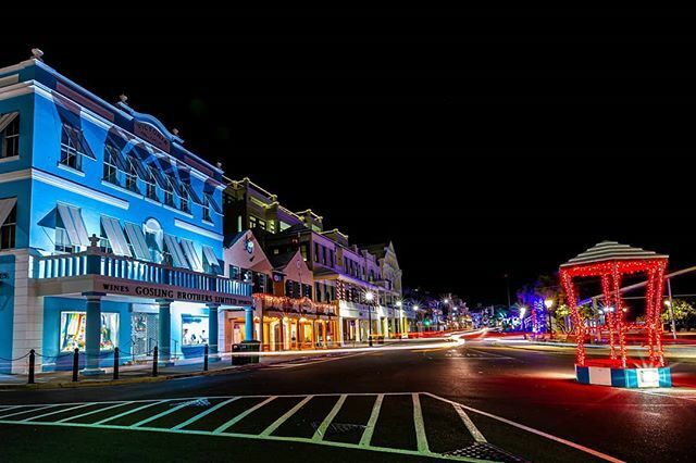 Front Street, all lit up for the festive season . . . . . . . . . . . . #bermuda #ballyknockphoto #christmas #hamilton #ahhbermuda #bermemes #wearebermuda #bermudadreaming #gotobermuda #nightphotography #nightscape #lighttrails #longexpoelite #longexposu… https://ift.tt/2PrRiKw pic.twitter.com/nPUt4MaAFr