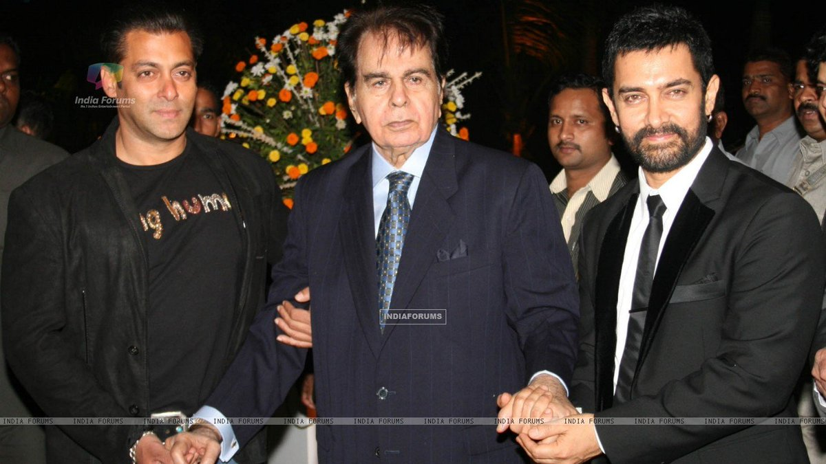 Birthday greetings to the Pioneer of acting in India from all Aamir Khan fans. #DilipKumar<br>http://pic.twitter.com/6zEpRsqRZy