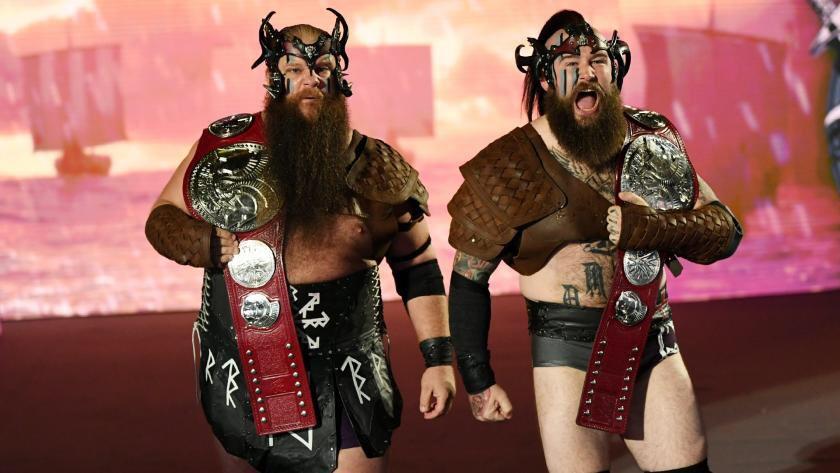 Les #VikingRaiders lanceront un Open Challenge ce Dimanche à #WWETLC ! @Erik_WWE @Ivar_WWE