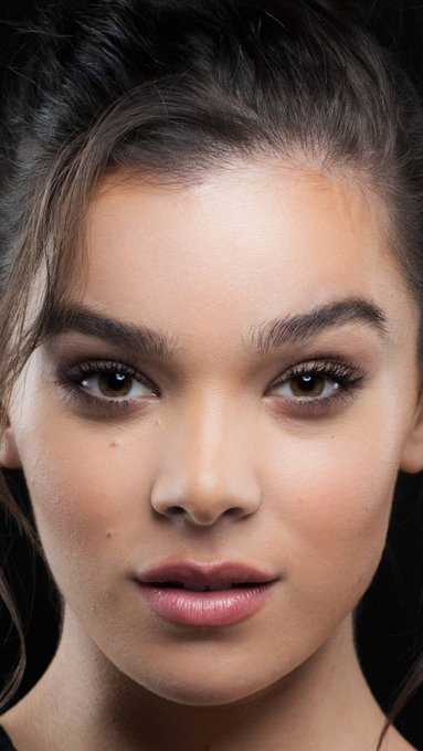 Happy 23rd Birthday to the insanely gorgeous Hailee Steinfeld.