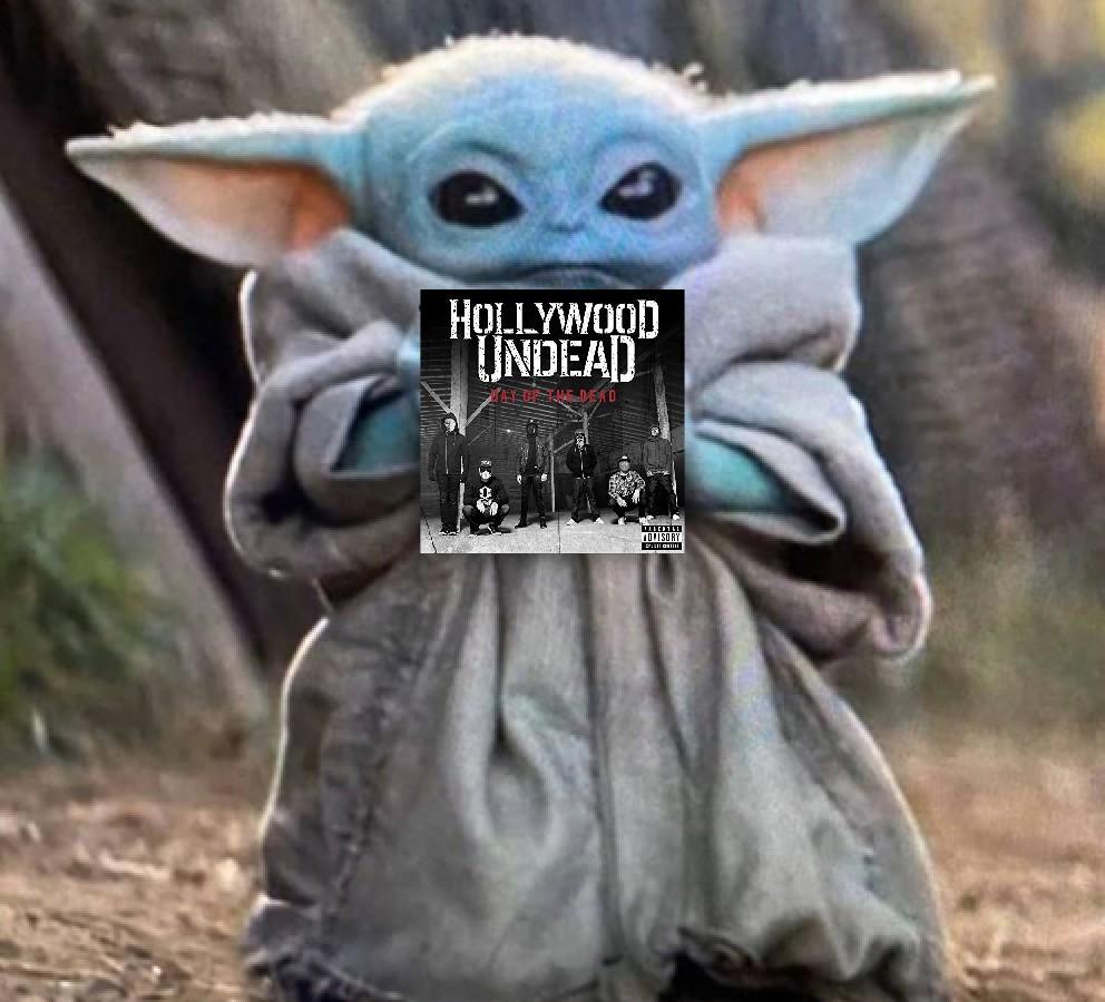 Oh man i love baby yoda's music taste @hollywoodundead @sirCharlieScene @Danieldrive @JDog_HLM @dillyduzit @johnny333tears  #BabyYodameme<br>http://pic.twitter.com/gPgIW7NoXB