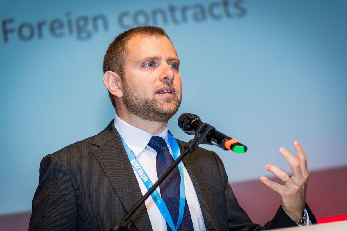 """Zukunft des regionalen Entwicklungsfonds in der #EU - mehr als nur Ressourcenverteilung: Wie gelingt eine wirksame und """"faire"""" EU Regionalpolitik? Und was genau versteht man unter """"fair""""? Mehr dazu im Interview mit Professor @crescenzi_r ▶️https://t.co/T4CbR8ukQw https://t.co/Cr2hwyYK3t"""