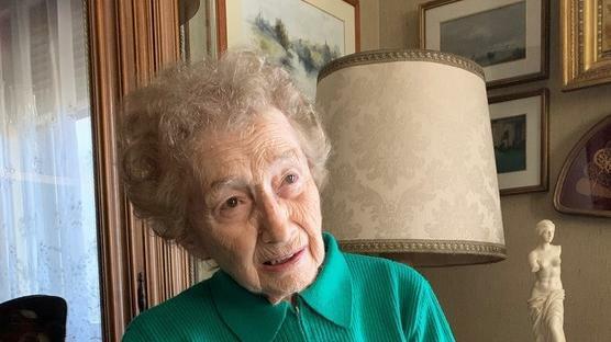 Padova. Due sorelle 90enni scippate sotto casa. «...