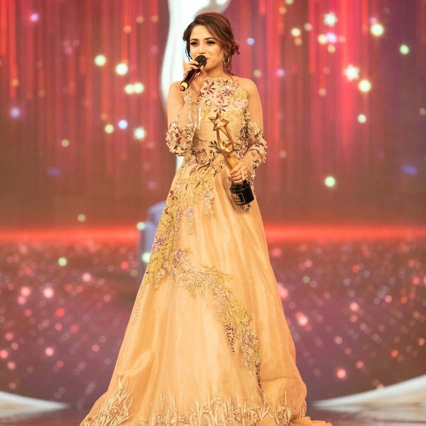 Viewer's Choice Award for the IPPA Singer of the Year was awarded to @aimabaigoffcial #Lollywoodfilmindustry pic.twitter.com/7dQBsiusfF