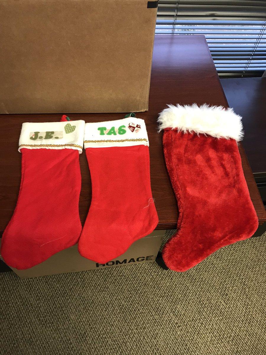 It's getting festive in the #NoDunks office! 🎄